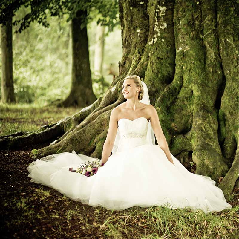 Dygtige bryllupsfotografer som tager smukke bryllupsbilleder over hele FYN